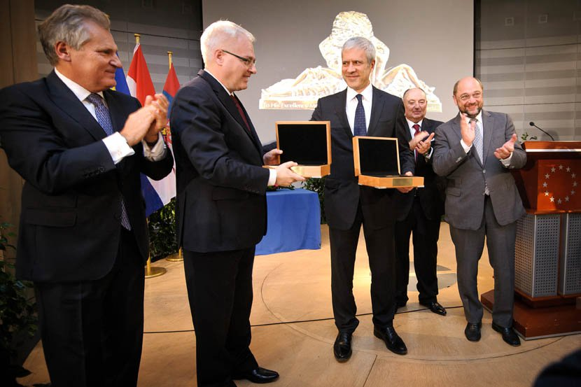 Awarding European Medals of Tolerance to President of Croatia Ivo Josipovic and Ex-president of Serbia Boris Tadic