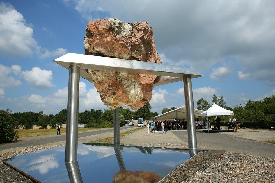 Открытие монумента в память о жертвах концлагеря Терезиенштадт - Терезин, Чехия