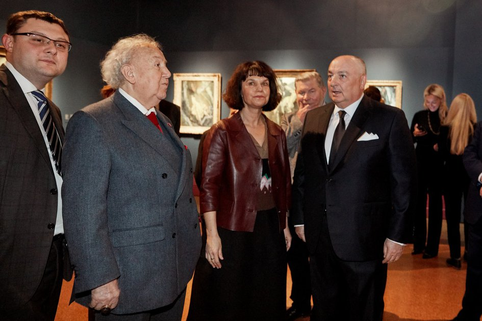 Bestowing of a Mantle of the Honorary Member of the Russian Academy of Arts to the President of the Museum of Avant-garde Mastery (Magma) Moshe Kantor. Moscow, Pushkin Museum
